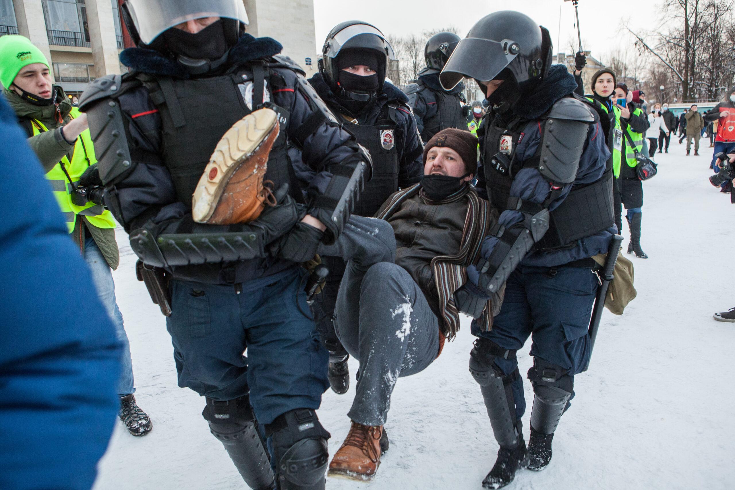 задержание на митинге в поддержку навального в петербурге