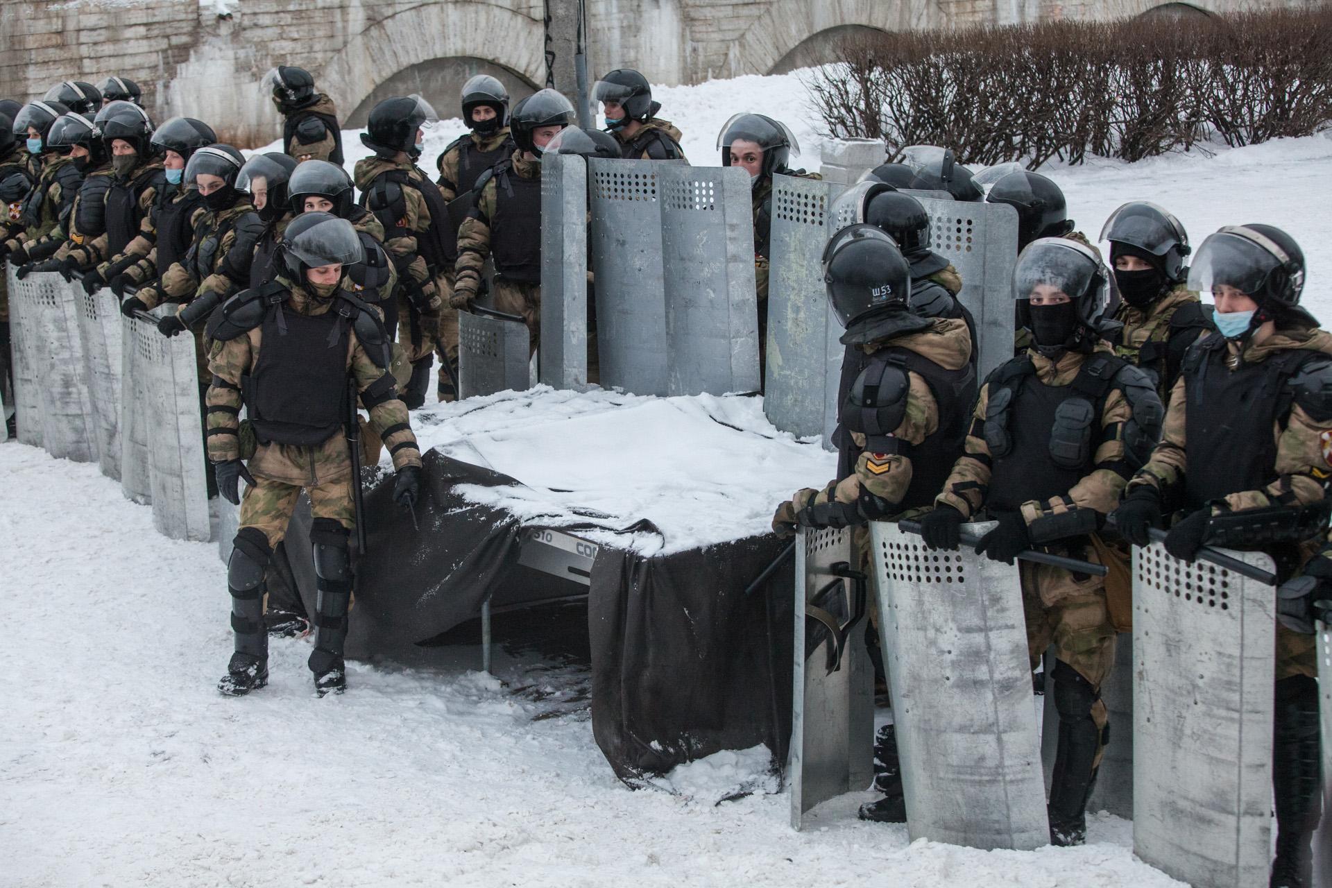 полицейские на митинге в Петербурге