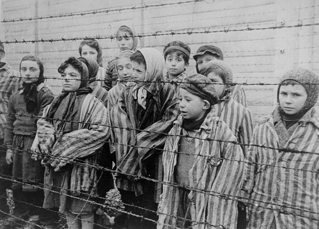 Дети в концлагере во время Второй мировой