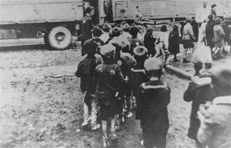 Депортация детей из Лодзинского гетто.