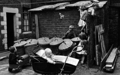 дискриминация матерей, самопожертвование, материнская жертвенность